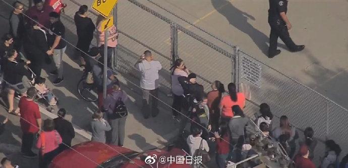 美客机小学操场上空放油什么情况?美客机小学操场上空放油致26人伤