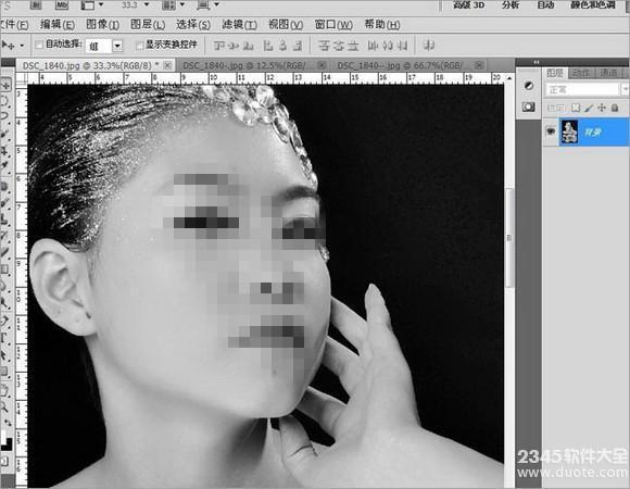 用Photoshop打造美女黑白倒影效果