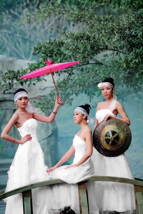 Photoshop红衣美女们穿上白色婚纱