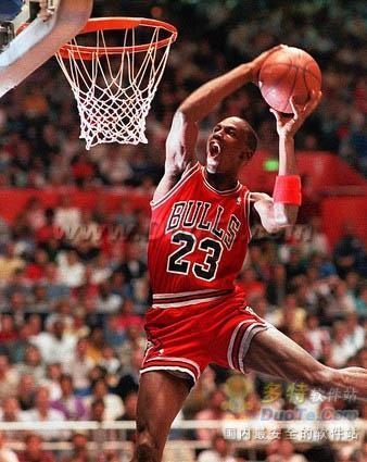 《NBA 2K11》360扣篮方法