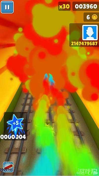 《地铁跑酷》烟雾缭绕的开场和水蓝色星星收集